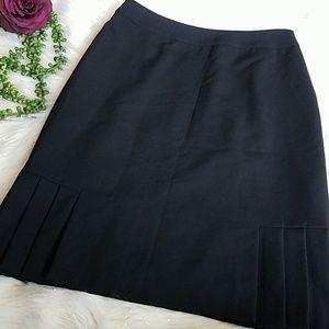 ♾Tahari skirt